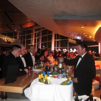 A Busy Bar !